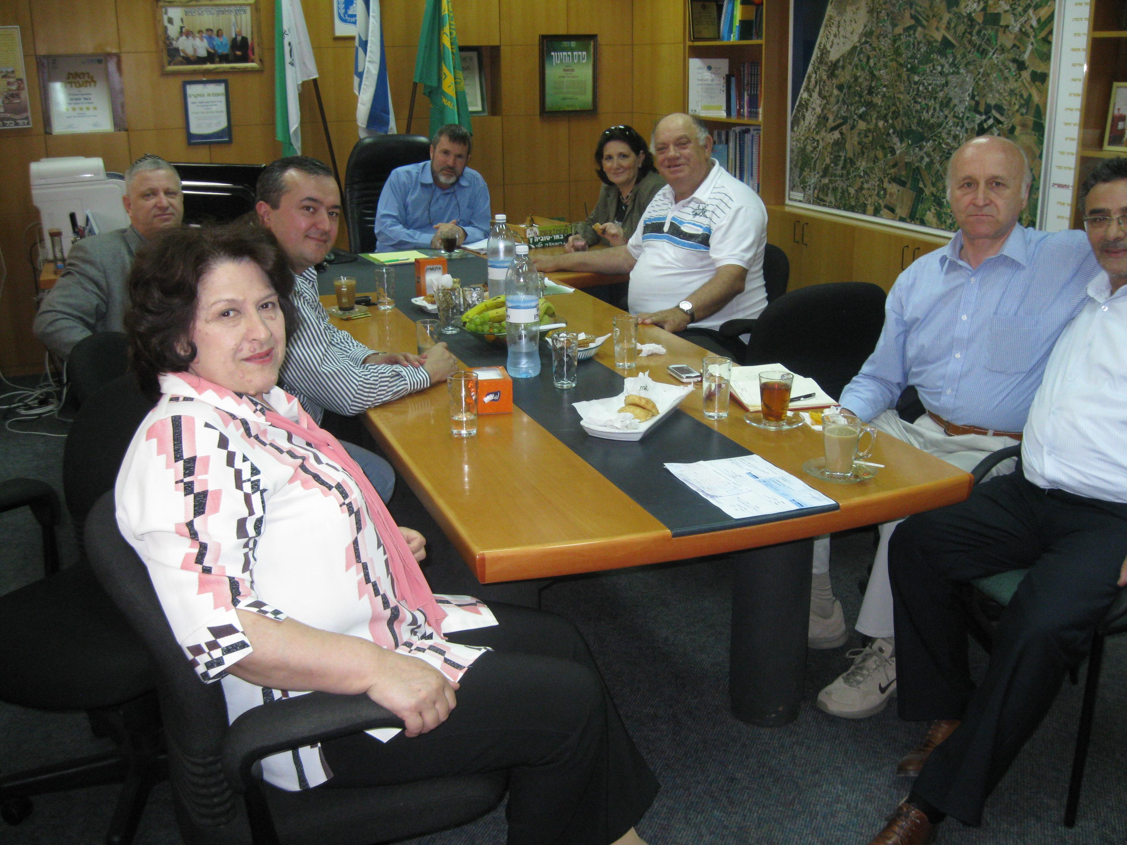 ביקור בלשכתו של ראש מועצת באר טוביה, מר שור